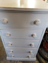 5 drawers chest (slightly taller than a bedside) £55