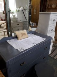 Vintage painted dressing table with triple mirrors £65