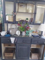 Lovely pained dresser with crates 135cm £175 10% DISCOUNT ON COLLECTION