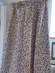 Brand new Leaf design fully lined and heavy..132cm wide by 182cm deep  £20