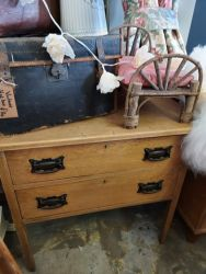 Pretty little old stripped oak chest of drawers   £60