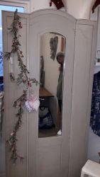 Nice , neat mirror door wardrobe French linen £80